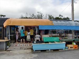 漁協の作業場かな、といった感じの店構え