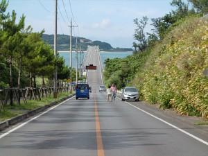 古宇利大橋の向こうに見える古宇利島。
